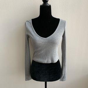 TopShop Grey V-neck Long Sleeve Crop Top Size 4